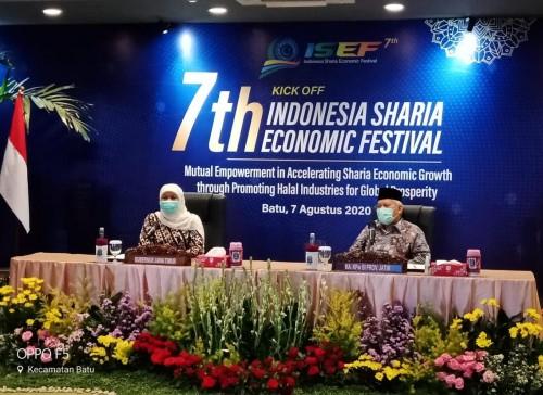 Gubernur Jawa Timur, Khofifah Indar Parawansa (kiri) saat menghadiri kickoff 7th ISEF 2020 secara virtual (istimewa)