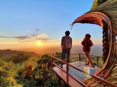 Berburu Sunset di Puncak Ratu, Menikmati Panorama Alam Pamekasan dari Ketinggian 800 Mdpl