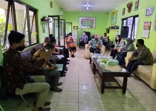 Suasana saat Diskoperindag Kabupaten Tulungagung berkunjung ke Pasar Oro-Oro Dowo untuk studi tiru (istimewa)