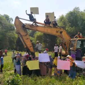 Tolak Galian C, Emak-Emak di Jombang Kompak Demo Lokasi Tambang