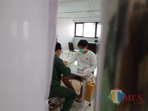 salah satu warga melakukan rapid tes gratis di RSUD dr. Iskak (Joko Pramono for Jatim TIMES)