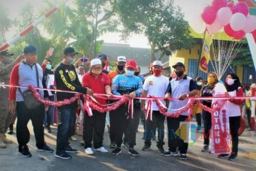 Bupati Blitar Rijanto meresmikan hasil pembangunan Program Kotaku di Desa Ngaglik.(Foto : Aunur Rofiq/BlitarTIMES)