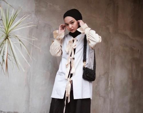 Monokrom style ala Soraya Ulfa. (Foto: instagram @sorayaulfa15).