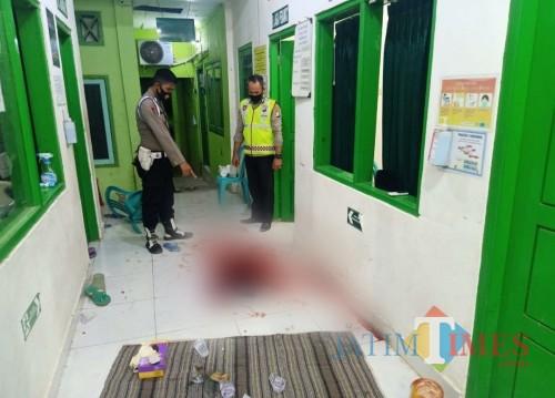 Darah masih membekas di puskesmas tempat lokasi pembunuhan.