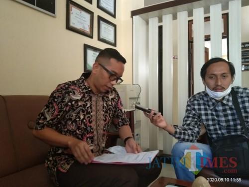 Kasi Intel Kejaksaan Negeri Tulungagung, Tri Agung Radityo (baju coklat) (Joko Pramono for Jatim TIMES)