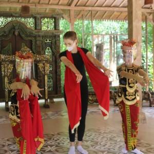 Serunya Tina Bule Nikmati Wisata di Kota Serpihan Tanah Surga di Ujung Timur Jawa