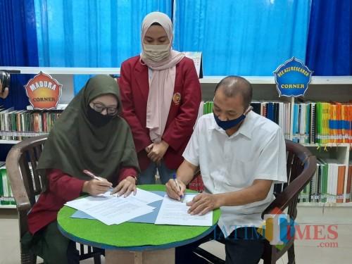Mahasiswa UMM saat teken MoU dengan Dinas Perpustakaan dan Kearsiapan Kabupaten Pamekasan