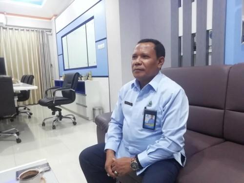 Dirut Perumda Tirta Kanjuruhan Kabupaten Malang, Syamsul Hadi saat menjelaskan produk AMDK yang mengalami peningkatan selama pandemi covid-19 (Foto : Dokumen MalangTIMES)