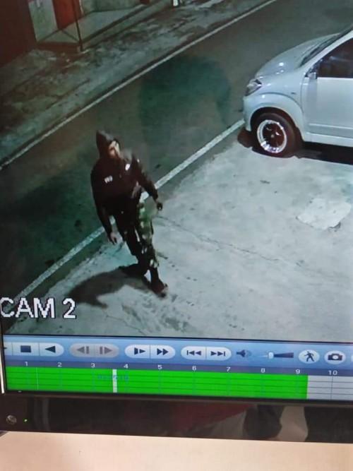 Maling Terekam CCTV, Pelaku Beratribut Loreng Mirip Tentara