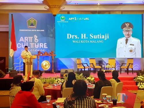 Wali Kota Malang Sutiaji saat membuka acara Art & Culture Conference Pembinaan, Pemberdayaan dan Apresiasi Pelaku Seni Budaya Tahun 2020, Rabu (12/8). (Arifina Cahyanti Firdausi/MalangTIMES).
