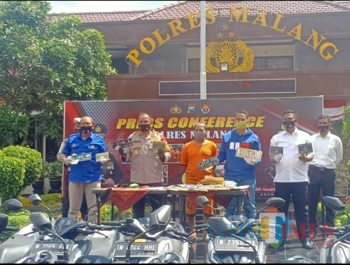 Polisi Tangkap Sindikat Pemalsuan Surat Kendaraan Bermotor di Malang (Foto: Aldi/MalangTIMES)