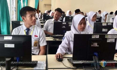 Pelajar SMP saat ujian di SMPN 1 Batu sebelum pandemi. (Foto: Irsya Richa/MalangTIMES)