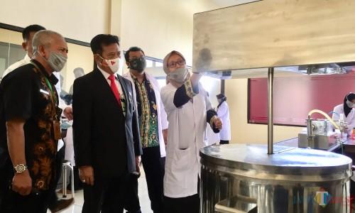 Menteri Pertanian, Syahrul Yasin Limpo, saat meninjau TSP JerukDesa Tlekung, Kecamatan Junrejo,Jumat (14/8/2020). (Foto: Irsya Richa/MalangTIMES)