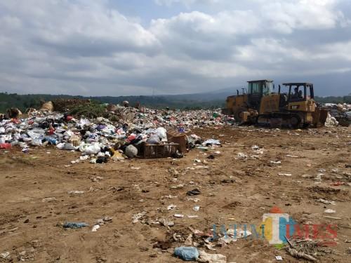 Tumpukan sampah di TPA Supit Urang (Hendra Saputra)