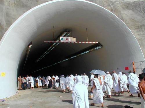 Terowongan Mina (Foto: PBase.com)