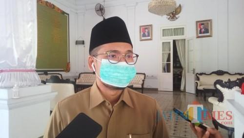 Bupati Bangkalan R Abdul Latif Amin Imron saat memberikan keterangan kepada wartawan terkait Peraturan-Bupati-Perbup-Nomor-46-Tahun-2020 berisi tentang peningkatan disiplin dan penegakan hukum protokol kesehatan dalam pencegahan dan pengendalian Covid-19