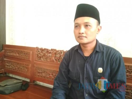 Komisioner KPU Kabupaten Sumenep, Syaifur Rahman saat dikonfirmasi media di kantor KPU setempat (Syaiful Ramadhani/JatimTIMES)