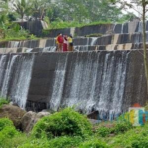 Grojogan Watu Purbo Tawarkan Keindahan Puncak Merapi Merbabu dari Dasar Air Terjun