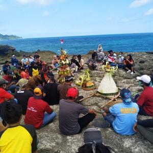 Ritual Labuh Laut Larung Sembonyo di Tengah Indahnya Pesona Kedungtumpang Tulungagung
