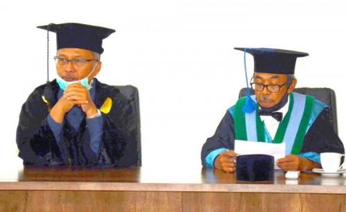 (dari kiri) Rektor UIN Malang Prof Dr Abdul Haris MAg bersama dengan Ketua Senat UIN Malang Prof Dr A Muhtadi Ridwan MAg. (Foto: Humas)