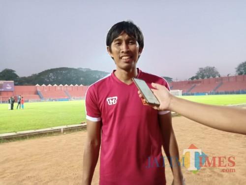 Budi Sudarsono pelatih Persik Kediri saat ditemui usai latihan.(eko arif s/Jatimtimes)