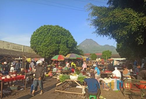 Aktivitas pedagang pasar pagi di Pasar Besar Kota Batu. (Foto: Irsya Richa/MalangTIMES)