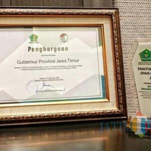 Ijazah Li Khomsatun Kiai Hasyim Asyari Antarkan Gubernur Khofifah Raih Penghargaan