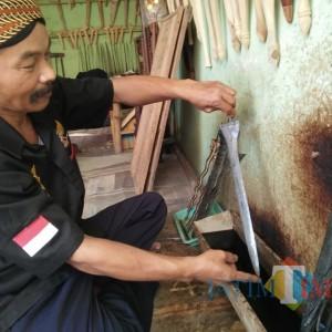 Jasa Cuci Pusaka di Jombang ini Raup Omzet Rp 2,5 Juta Sehari di Bulan Suro
