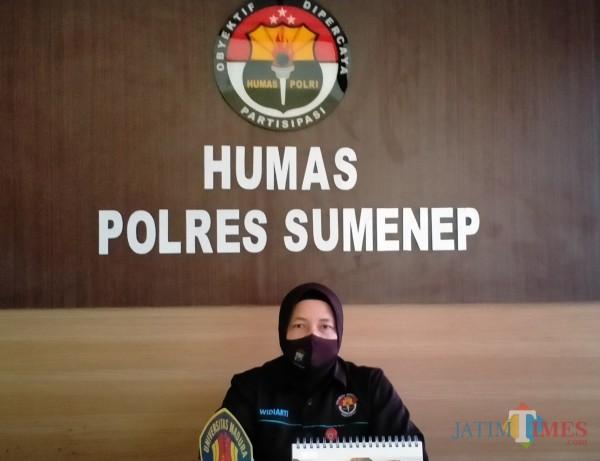 Kasubbag Humas Polres Sumenep AKP Widiarti saat ditemui di ruang kerjanya (Foto: Syaiful Ramadhani/JatimTIMES)