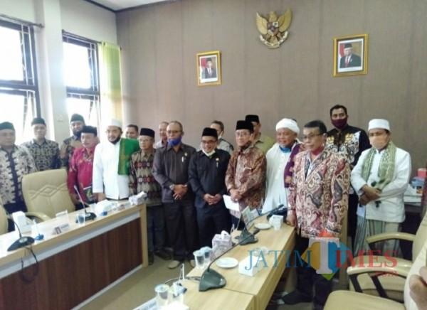Sejumlah Panitia Nasional Persiapan Pembentukan Provinsi Madura (PNP3M) datangi kantor DPRD Kabupaten Pamekasan