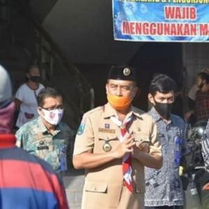 Wabup Bersama Anggota Pramuka Madiun Bagikan Masker di Pasar