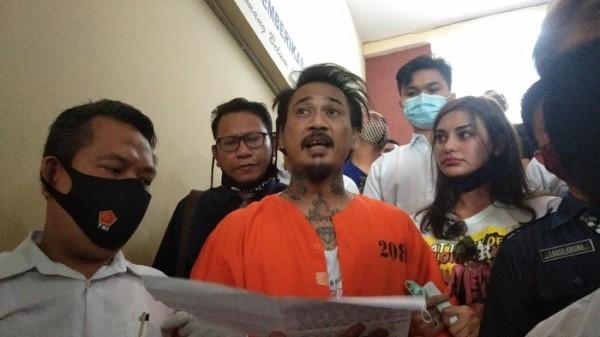 Jerinx SID Tulis Surat dari Dalam Penjara, Bahas Soal Hasil Swab Test hingga Keadilan