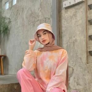 Kenalan Sama Motif Tie Dye Yuk! Outfit yang Lagi Hits Buat Style Harianmu