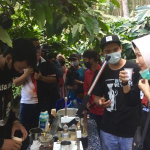 Seruput Kopi Songgoriti, Wali Kota Batu Dewanti: Enak Banget