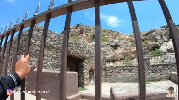 Masjid Kuk atau Siku peninggalan Rasulullah.(Foto: YouTube Alman Mulyana)