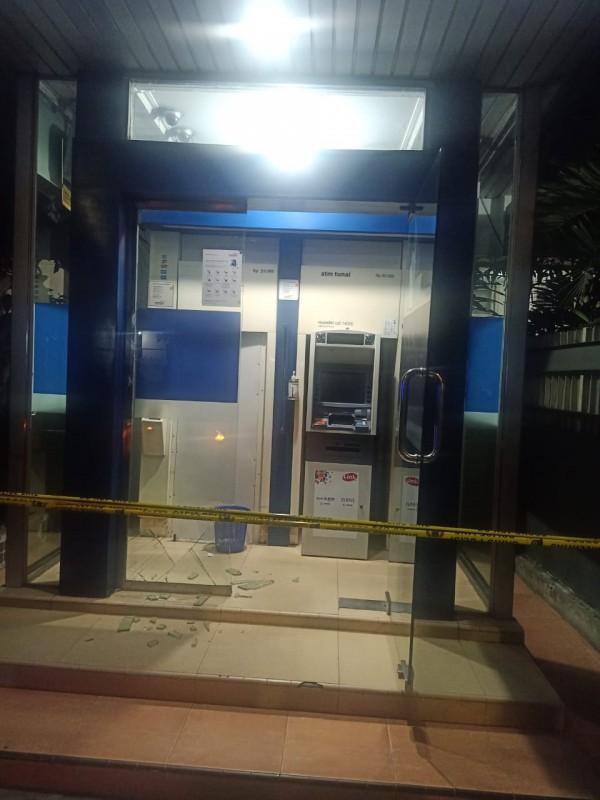 Gerai ATM yang telah dipasang garis polisi  pasca aksi penembakan(Ist)