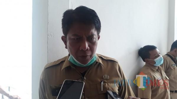 Kepala Disparbud Kabupaten Malang Made Arya Wedanthara saat ditemui awak media di gedung DPRD Kabupaten Malang, Senin (31/8/2020). (Foto: Tubagus Achmad/MalangTimes)