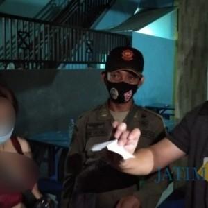 Pandemi Covid-19, Masih Ada Karaoke Buka dan Pemandu Lagu Hampir Topless