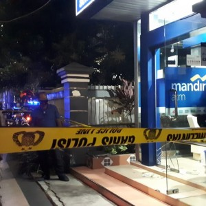 Tembakan Pistol Rusak Pintu Kaca ATM Mandiri Jalan Kawi, Petugas Ditodong Senjata