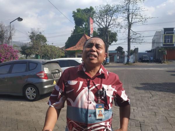 Ketua Umum PSSI Kota Malang, Haris Thofly (Hendra Saputra)