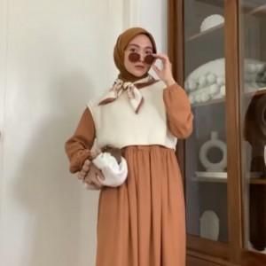 Praktis! 1 Dress Cantik Ini Bisa Jadi 5 Style Biar Penampilan Nggak Boring