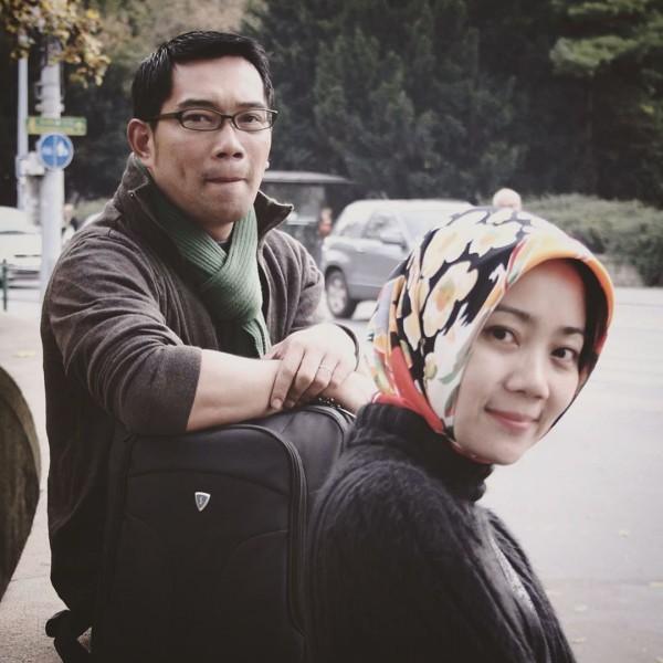 Ridwan Kamil dan sang istri. (Foto: IG ridwankamil)