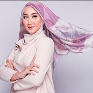 Tak Hanya untuk Hijab, Scarf Juga Bisa Jadi 4 Aksesori Menarik