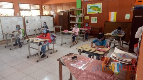 Proses kegiatan belajar mengajar tatap muka di SDN Gunungsari 04 Kota Batu. (Foto: MalangTIMES)
