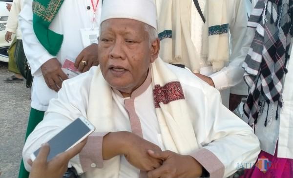 Pengasuh Pondok Pesantren (Ponpes) Mathlabul Ulum Jambu, Lenteng Sumenep, KH. Taufiqurrahman FM (Foto: Syaiful Ramadhani/JatimTIMES)