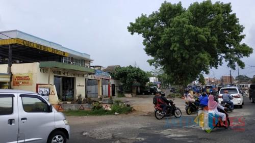 Kondisi lahan cucian mobil di exit tol Malang-Pandaan (Dokumentasi MalangTIMES).