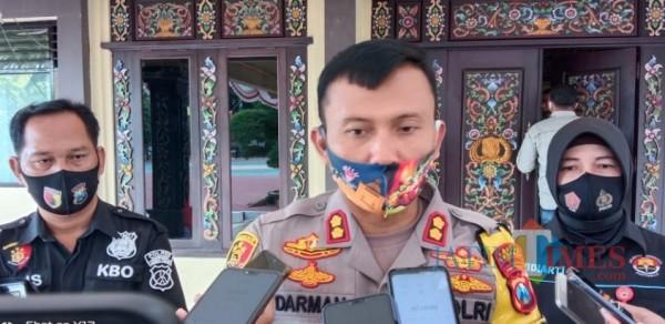 Kapolres Sumenep AKBP Darman saat ditemui usai press release di Mapolres Sumenep. (doc. Foto: Syaiful Ramadhani/JatimTIMES)