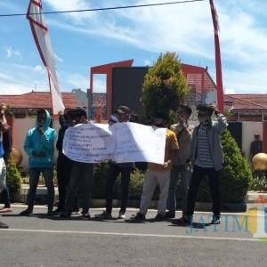 Marak Tambak Udang Ilegal, Mahasiswa Demo Bupati Sumenep