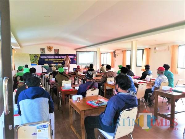 Dinas Pertanian Kabupaten Blitar gelar Pelatihan Panen dan Pasca Panen kepada petani dari Kecamatan Selopuro (Foto: Aunur Rofiq/ BlitarTIMES)