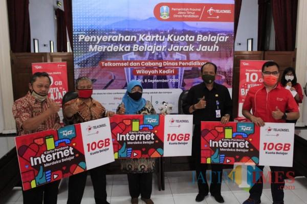 119 Sekolah di Kediri Terima Bantuan Kuota Internet Gratis